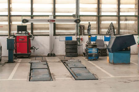 auto hoist: car auto shop equipments, lifter