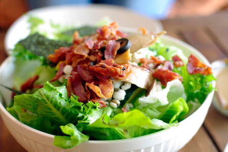 chicken caesar salad: salad with bacon, ceasar salad background