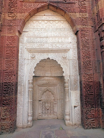 central chamber: The tomb of Slave Dynasty ruler, Iltutmish was built in 1235AD. The central chamber is a 9m sq. and has squinches, suggesting the existence of a dome, which has since collapsed.