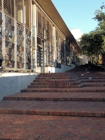 gauteng: The Great African Steps lead from Johannesburgs Constitution Square to the ramparts of the Old Fort and Number Four Prison  The steps divide the old stone wall of Number Four and the Court s glass frontage