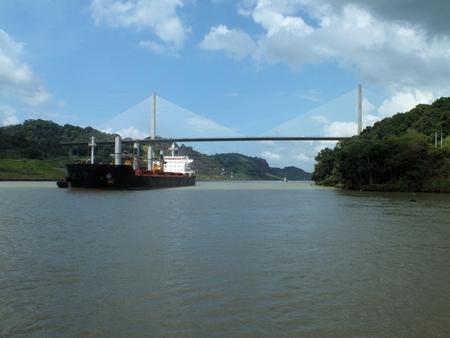 centennial: Panama Puente Centenario (Centennial Bridge) � un importante ponte che attraversa il canale di Panama. E 'stato aperto nel 2004 per integrare il ponte sovraffollato delle Americhe e di sostituirlo come il vettore della strada Panamericana. Archivio Fotografico