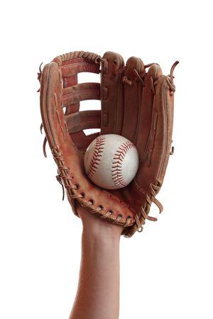 baseball glove: Un guante de b�isbol atrapa una pelota de b�isbol.