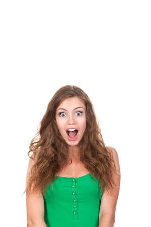 cara sorpresa: retrato de la atractiva muchacha sorprendida emocionada adolescente sonrisa, la boca abierta