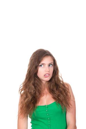 confus: Portrait d'une adolescente attrayante pense levant les yeux, les l�vres mordent