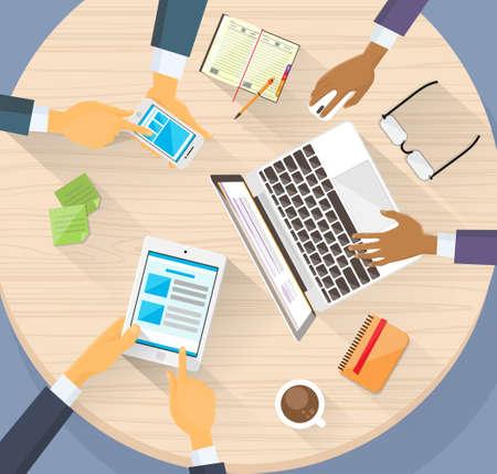 redes de mercadeo: Negocios Manos Tablet Laptop Telefónico Digital Devise Gente internet Trabajo Vectores