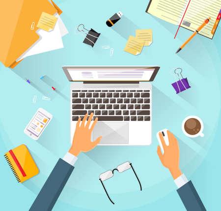 mecanografía: El hombre de negocios el lugar de trabajo Escritorio Manos de Trabajo Portátil plana