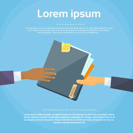 Las manos dan documentos de la carpeta de documentos, los empresarios de concepto comparten