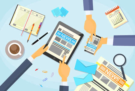タブレットを使用している間ビジネス人々 読書新聞