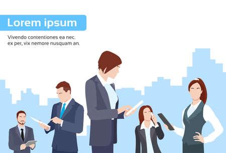 hombres ejecutivos: Gente de negocios Grupo Usando Ilustración Tablet Informática Internet plana Comunicación vectorial