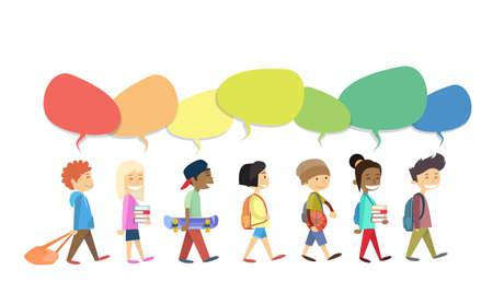 Grupo de los niños que recorren Ir con colorida de Chat Box Comunicación Social aislado de la ilustración del vector plana