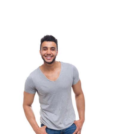 hombre feliz casual sonrisa joven y guapo chico de la camisa de desgaste pantalones vaqueros aislados fondo blanco
