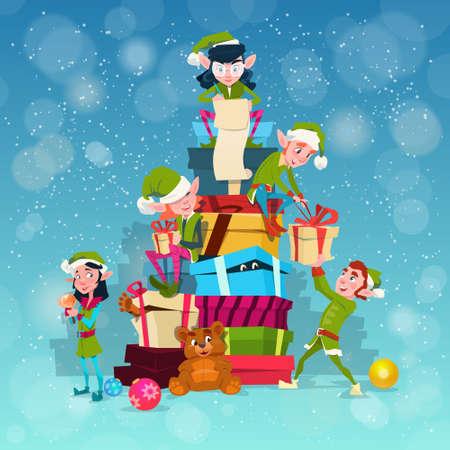 現在ボックス スタック フラット ベクトル イラスト クリスマス エルフ グループ漫画文字サンタ ヘルパー