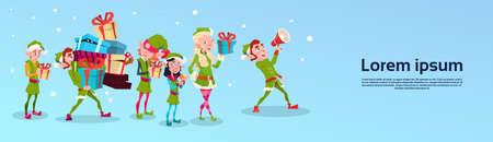 Personaje de dibujos animados de Navidad Grupo Elf Ayudante de Santa con el regalo de la ilustración de la caja de pila plana vectorial