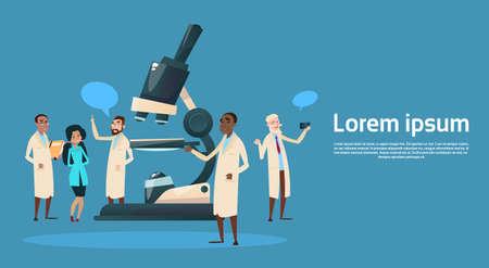 Groep Mediale Artsen Team Wetenschapper Werken Microscoop Onderzoek Chemische Laboratorium Platte Vectorillustratie Stock Illustratie