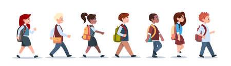 Grupo de alumnos mezclan raza caminando escuela niños aislados diversos pequeños alumnos primaria plana ilustración vectorial Ilustración de vector