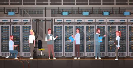 ホスト サーバー コンピューターの情報を監視しているデータ センター室で働く人々 データベースのフラットのベクトル図