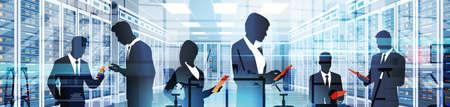 Gente de silueta que trabaja en la habitación de centro de datos que aloja la información de Vector plano de base de datos de información de equipo de servidor
