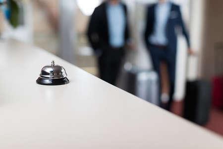 벨 현대 모범 호텔 리셉션 카운터 Regstration 직장 책상 스톡 콘텐츠 - 88690150