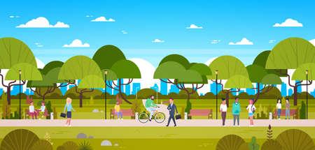 Leute im Park , der in der städtischen Natur über Stadthintergrund genießt , die Fahrrad fahren und die flache Vektorillustration der Schau
