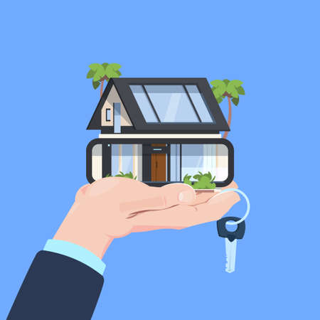 Servicio de seguros gesto protector de manos llave de casa inteligente sobre fondo azul ilustración vectorial plana