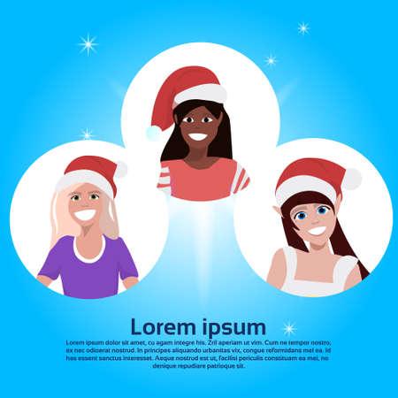 set mix race frau gesicht avatar roter hut frohes neues jahr frohe weihnachten konzept flache weibliche zeichentrickfigur porträt blauer hintergrund kopie raum vektorillustration