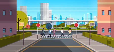 Mezclar la gente de raza pasando por el paso de peatones ciudad moderna calle rascacielos en el centro de la carretera paisaje urbano de fondo día soleado ilustración vectorial plana horizontal