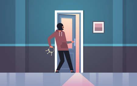 cambrioleur en masque noir à l'aide de tas de clés squelettes entrant par effraction dans la maison voleur criminel caractère porte ouverte nuit maison intérieur plat horizontal illustration vectorielle