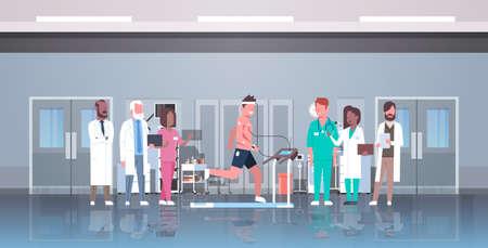 grupa lekarzy sprawdzanie męskiego pacjenta biegającego na bieżni z elektrodami przymocowanymi do ciała sport kardiologia nauka koncepcja EKG laboratorium ilustracja wektorowa wnętrze poziome płaskie pełnej długości