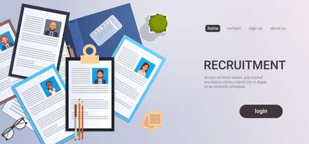 Lebenslauf Rekrutierung Kandidat Job Position Lebenslauf Profil Draufsicht Arbeitsplatz Desktop Smartphone Geschäftsleute Kontaktliste Lebenslauf Kopie Raum horizontale Vektorillustration Vektorgrafik