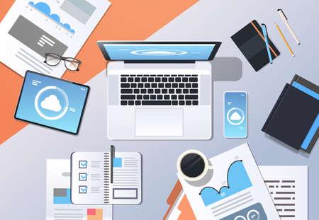 connexion internet cloud synchronisation tablette smartphone ordinateur portable écran réseau données sync concept top angle view lieu de travail bureau office stuff horizontal vector illustration Vecteurs