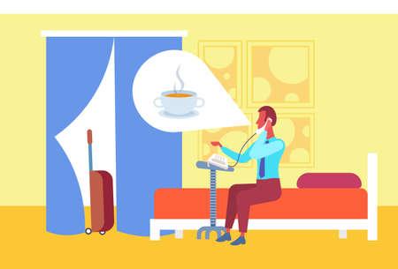 Geschäftsmann, der über Kaffee nachdenkt, der an die Rezeption ruft, um Gäste zu bestellen, die im Bett des Hotelzimmers sitzen, flach horizontale Vektorillustration in voller Länge Vektorgrafik