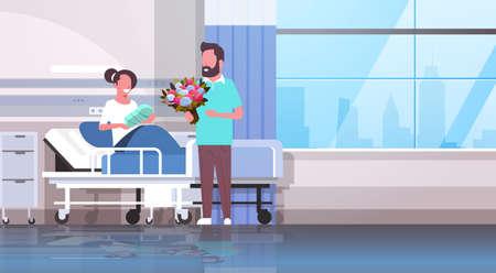 mari tenant un bouquet de fleurs pour sa femme avec un nouveau-né assis sur un lit père aimant visiter nouveau-né enfant heureux famille concept de parentalité salle d'hôpital intérieur illustration vectorielle horizontale