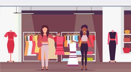 mescolare gara commesse che tengono abiti boutique di moda grande negozio abbigliamento femminile centro commerciale interno personaggi dei cartoni animati a figura intera orizzontale piatto illustrazione vettoriale