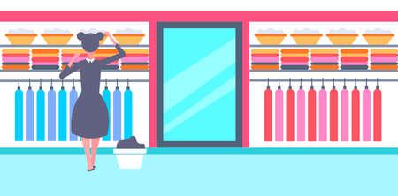 Criada de vista trasera en uniforme blanco y negro organizando ropa limpia ama de casa en el armario de ropa familiar concepto de organización de la casa eficaz ilustración vectorial horizontal de longitud completa