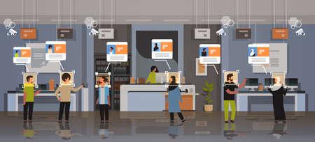 mix gara clienti che scelgono dispositivi digitali identificazione riconoscimento facciale concetto moderno negozio di elettronica negozio interno telecamera di sicurezza sorveglianza sistema cctv orizzontale a figura intera illustrazione vettoriale