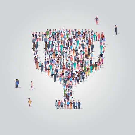 Grupo de gente grande de pie juntos en forma de copa trofeo multitud de empleados de diferentes ocupaciones primer lugar concepto de victoria de campeonato ilustración vectorial de longitud completa Ilustración de vector