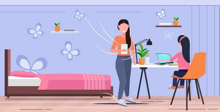 Madre e hija usando aparatos digitales en el lugar de trabajo mujer ayudando a su hijo a hacer la tarea moderna sala de estar interior plana horizontal de longitud completa ilustración vectorial