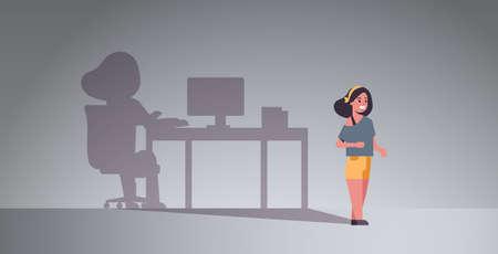 niña soñando con ser autónomo sombra de mujer que trabaja en la computadora en el lugar de trabajo imaginación aspiración concepto personaje de dibujos animados femenino ilustración vectorial plana horizontal de longitud completa Ilustración de vector