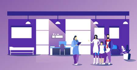Eltern mit Kind, die weibliche Hausärztin besuchen, die Rezept für Patienten im Gesundheitswesen medizinisches Beratungskonzept gibt moderne Büroinnenskizze horizontale Vektorillustration in voller Länge