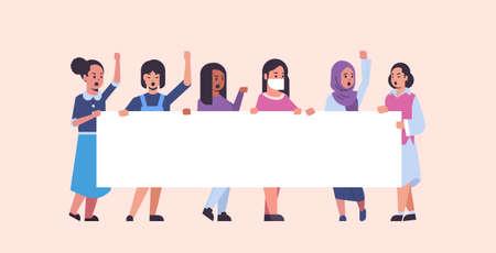 Frauendemonstranten, die ein leeres Plakat halten, mischen Race-Mädchen-Aktivisten mit leerem Schild, Banner, Protestdemonstration, Streikkonzept, flache, horizontale Vektorillustration in voller Länge