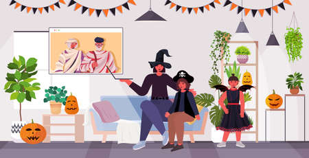 happy halloween holiday celebration concept family in costumes discussing with grandparents during video call 免版税图像 - 157552330