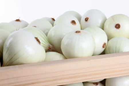 onions group within a box on a white backgrounds 版權商用圖片