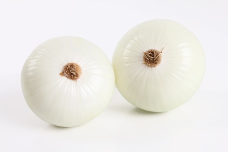 two whole onions on a white background 스톡 콘텐츠