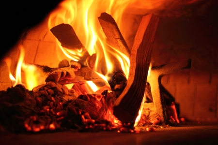 Le�a horno para hornear pizza italiana - Detalle de Fuego photo