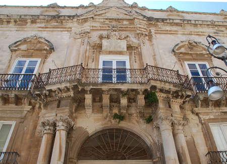 オルティージャ島、シラクサ旧市街の最も代表的なシチリア バロック様式宮殿の 1 つ。