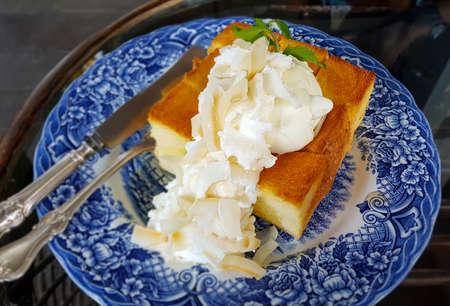 brindisi miele con noce di cocco, gelato alla vaniglia Archivio Fotografico