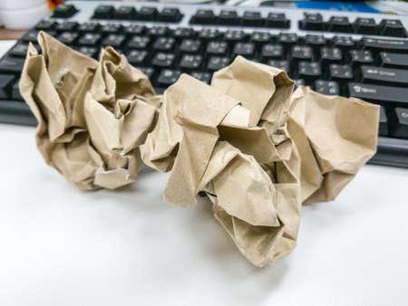 Raggrinzito carta