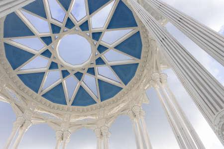 niche: Decorative building with columns and geometric niche