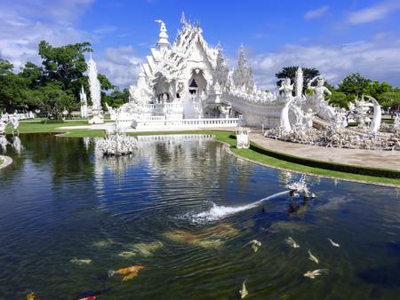 unconventional: Testa Di Fontana del drago. Tempio Bianco, � un tempio buddista convenzionale contemporanea in Chiang Rai Archivio Fotografico