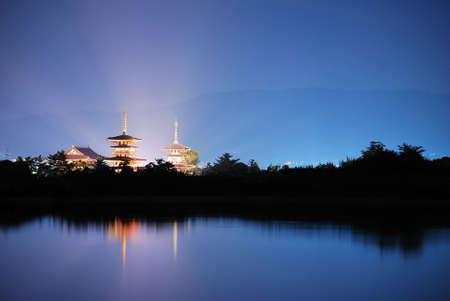 radiating: Tempio con bella luce che irradia